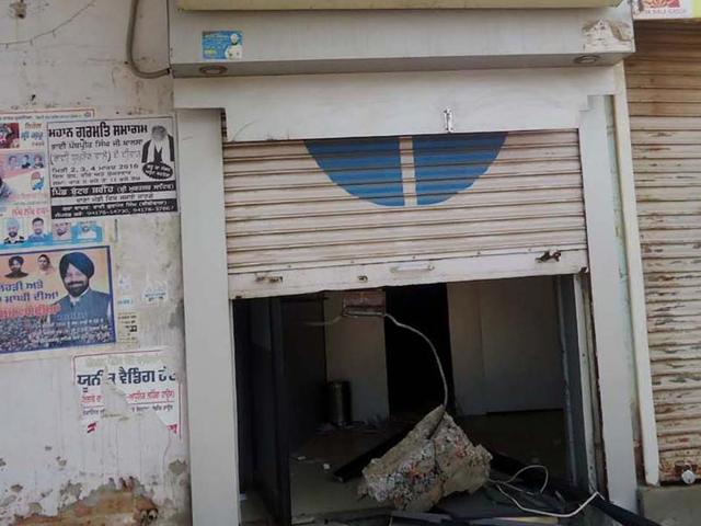 Miscreants uproot ATM in Mukstar; Rs 5.75 lakh stolen