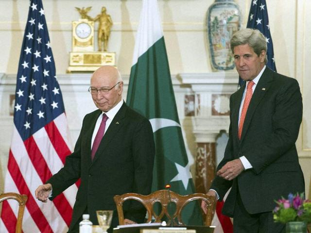 Secretary of state John Kerry and Pakistan foreign affairs adviser Sartaj Aziz, walks to their seats to participate in the US-Pakistan Strategic Dialogue meeting at the State Department in Washington.(AP Photo)