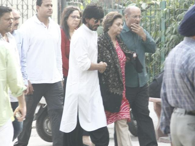 Shah Rukh Khan, with his mother-in-law Savita Chibba, at the cremation of his father-in-law, Colonel Ramesh Chandra Chibba at Lodhi Road crematorium in New Delhi, on Wednesday.