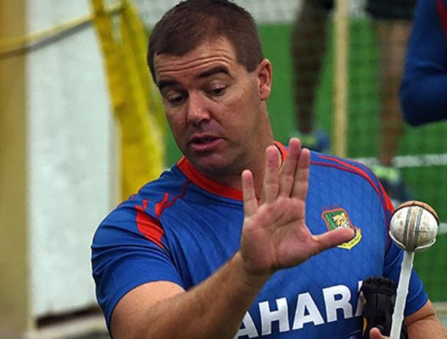Heath Streak watches Shakib al Hasan bowling.