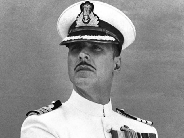 Akshay Kumar plays a decorated officer, a devoted family man in Rustom. The film has shades of the 1950's infamous Nanavati murder case.(Twitter)