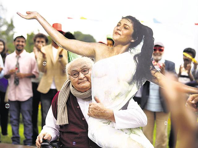 Director Shakun Batra talks about the veteran actor's performance in the song from their next, Kapoor & Sons.