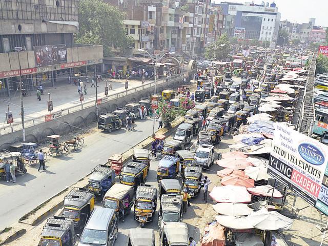 Alert driver saves lives as bus brakes fail near Pathankot