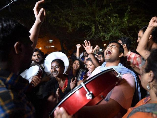 Students and activists shout slogans and protest against the arrest of an Indian student for sedition in New Delhi on March 2, 2016.