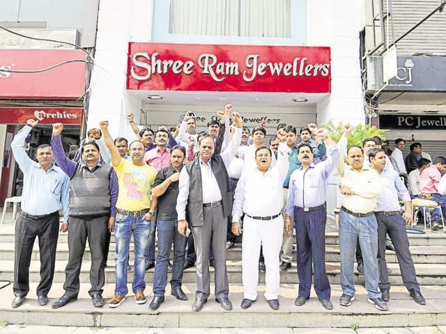 Jewellers are demanding rollback of the 1% excise duty on gold ornaments.