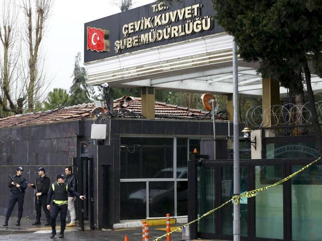 Turkey car bomb attack kills two cops, wounds 35: Security sources