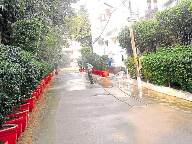 Gurgaon: Warnings of FIR does not stop residents from wasting water