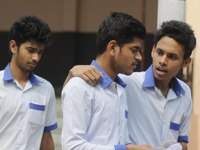 Class12 physics exam: Mixed reaction from Lucknow students