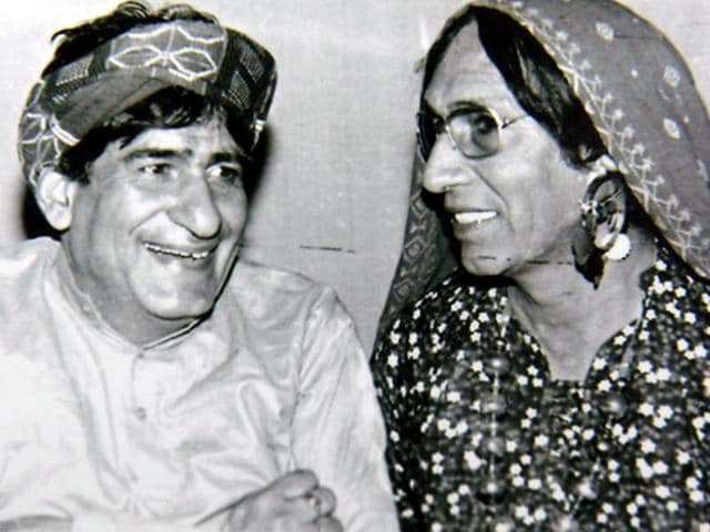 Saroop Singh 'Parinda' (right) in his 'Chachi Atro' attire with comedian Mehar Mittal.