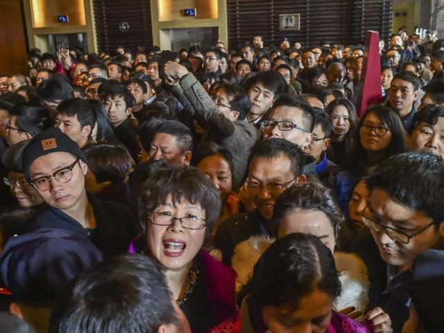 A crowd waits as a residential compound opens for sale in Hangzhou.