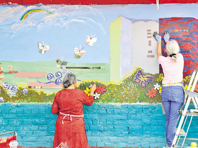 Homemakers, students and renowned talents started painting installations on MG Road on March 1 as part of the Gurgaon Artistes' Fest organised by the MCG and Gurgaon Action Plan.