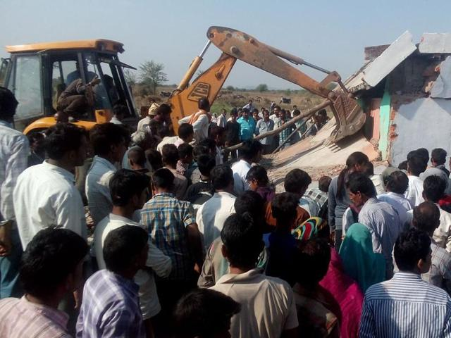 A house partially collapsed from a blast in the Damoh district of Madhya Pradesh, killing a 65-year-old woman. Police suspect that the blast occurred from gas escaping from the ground through a borewell located in the house.