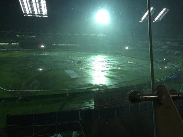 Heavy thunderstorms and a subsequent power outage led to a delay in the start of the Asia Cup T20 final between India and Bangladesh.