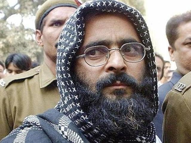 Afzal Guru being escorted to court.