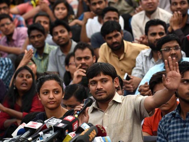 JNUSU president Kanhaiya Kumar addresses JNU students after his release in New Delhi onThursday, March 3, 2016.(Sanjeev Verma / HT Photo)