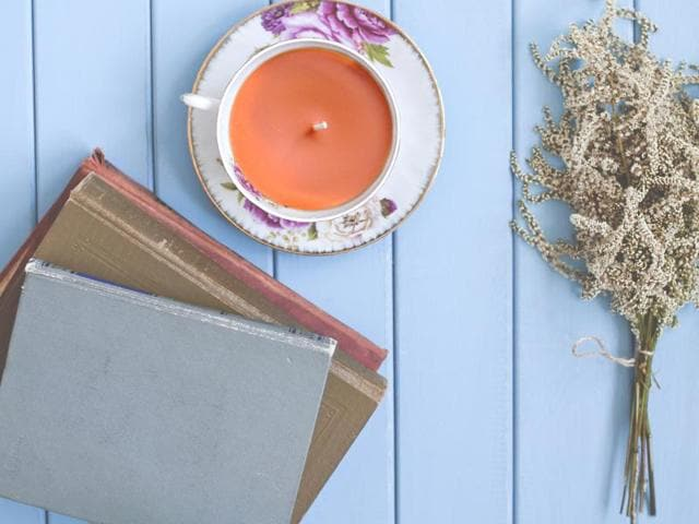 Turn your vintage teacup into a pretty teacup candle.