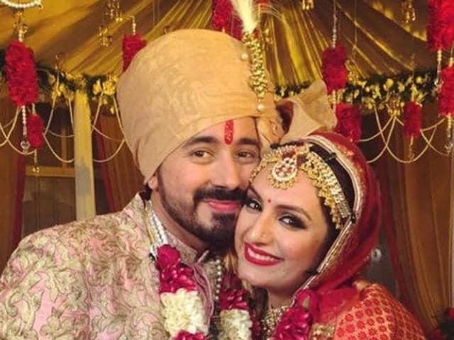 Akriti Kakkar marries Chirag Arora,Akriti Kakkar Saturday Saturday singer,Iski Uski singer Akriti Kakkar