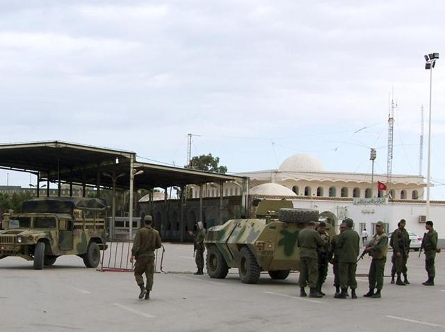 At least 30 killed as militants, Tunisian forces clash in border town