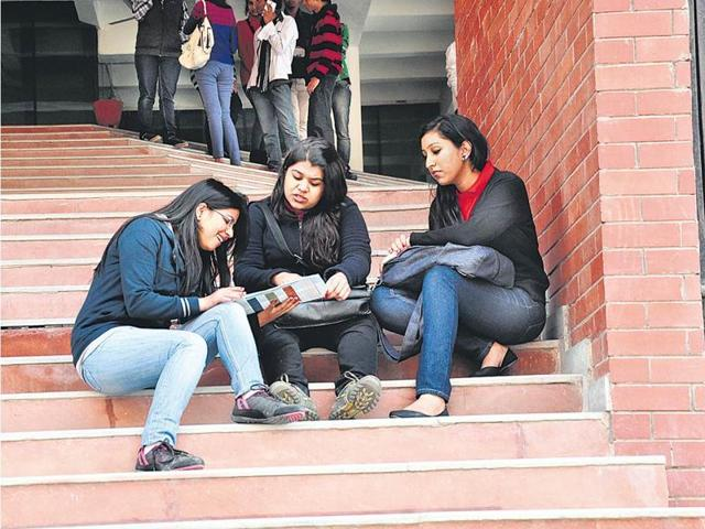 IP University students protest fee hike, Kejriwal announces rollback