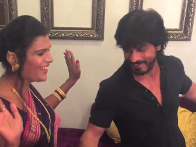 Shah Rukh Khan does a step from Fan's Jabra Fan with India's first transgender band, 6-Pack.