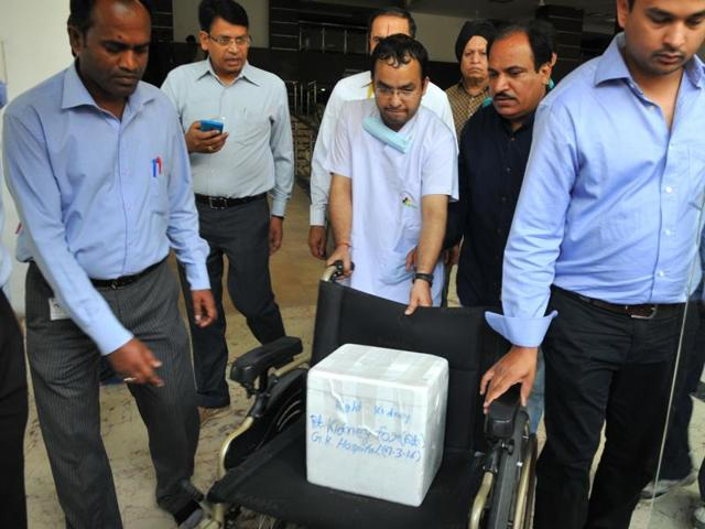 Doctors transport kidney of a 20-year-old, in Indore on Monday.