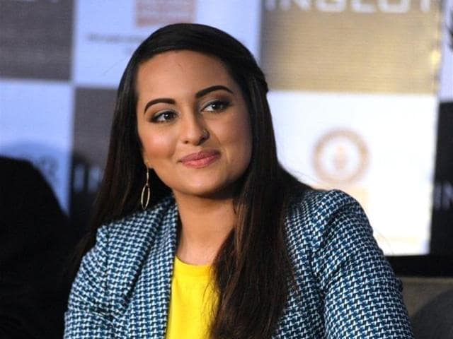 Sonakshi entered an event where she participated with several other women to set record for 'most people painting their fingernails simultaneously'.