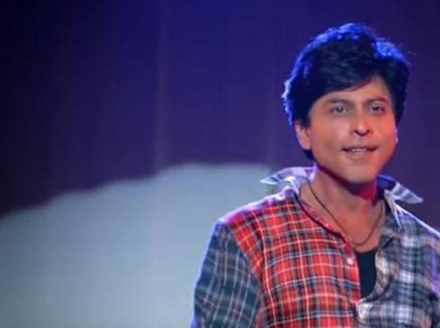 Shah Rukh Khan offers job to his fan via Twitter