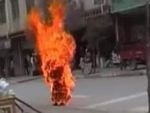 Man,Parliament,self-immolation