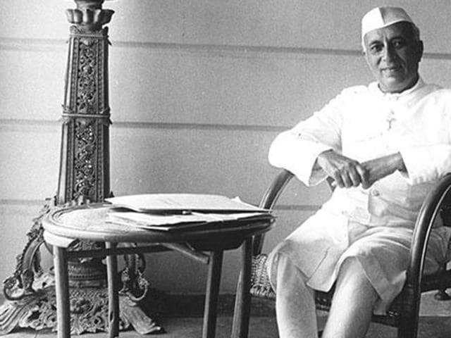 A central government employee found himself in a soup after writing abusive comments against India's first Prime Minister Jawaharlal Nehru in the visitor's register at Netaji Subhas Chandra Bose Birthplace Museum in Cuttack.