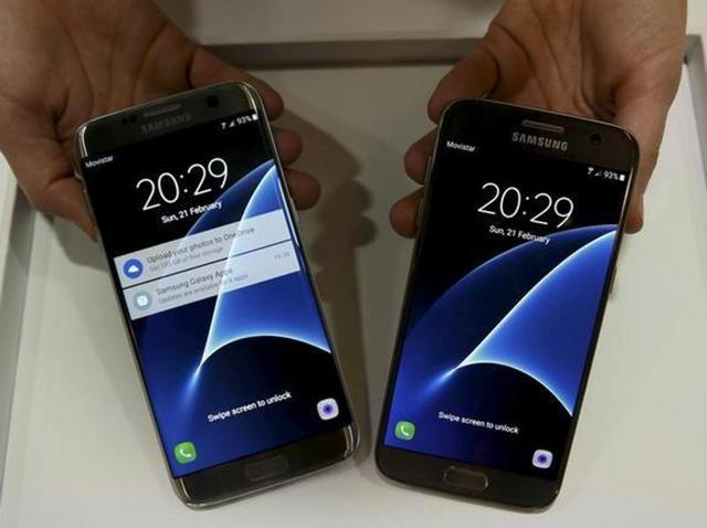 A senior executive at Samsung has revealed that pre-orders for its latest Galaxy S7 flagship has been stronger than predicted