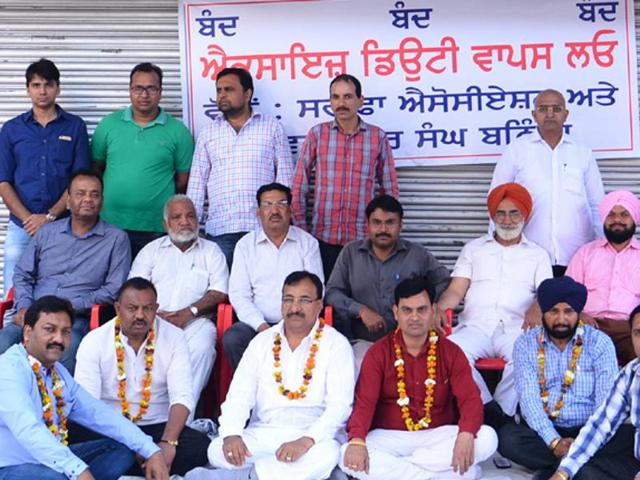Jewellers hold dharna against excise duty on gold ornaments
