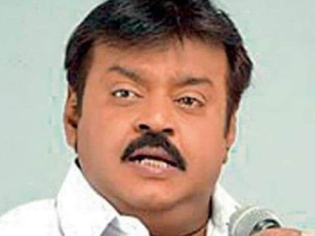 Captain Vijayakant, DMDKchief, has announced that he would go it alone in theTamil Nadu assembly polls.