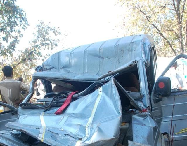 accident near Sagar,Kusum Mehdale's kin die in accident,accident in MP