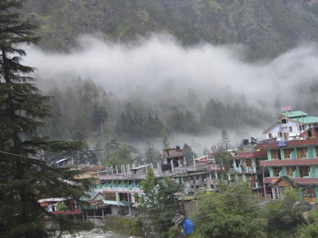 Seven students from Punjab, guide go missing in Kullu's Parvati valley during trek