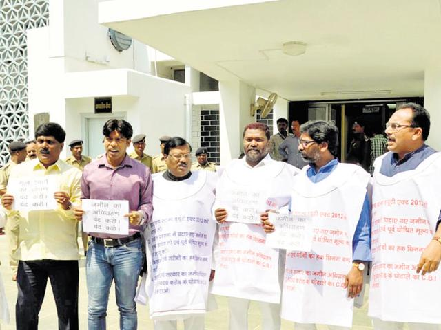Opposition legislators protest against the new land acquisition rates for Santhal Parganas, on the state assembly premises in Ranchi on Thursday.