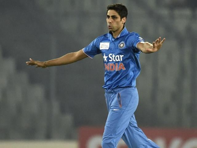 Indian cricketer Ashish Nehra reacts after the dismissal of the Sri Lanka cricketer Dinesh Chandimal.