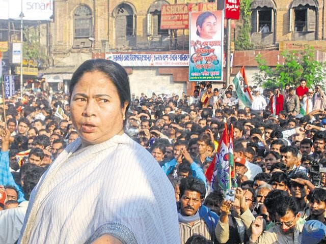 Mamata Banerjee addressing a protest rally in support of Singur farmers.