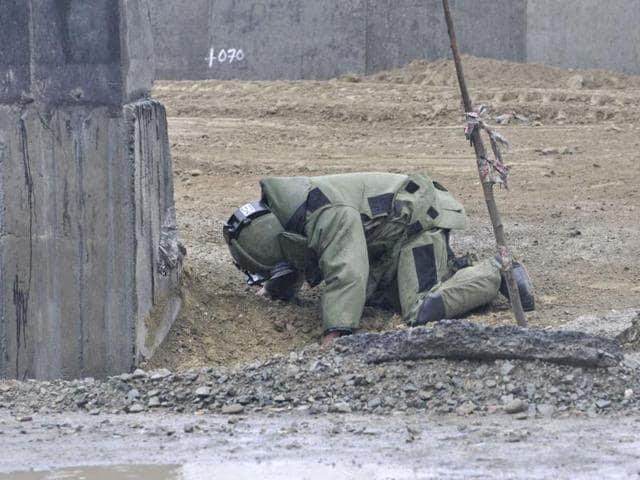Army defuses IED,Improvised explosive device,Srinagar-Baramulla highway