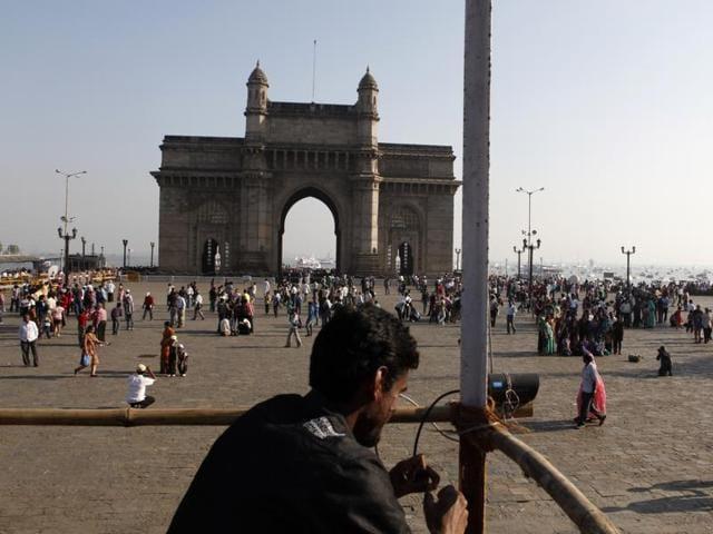 robbery,tourist,Gateway of India