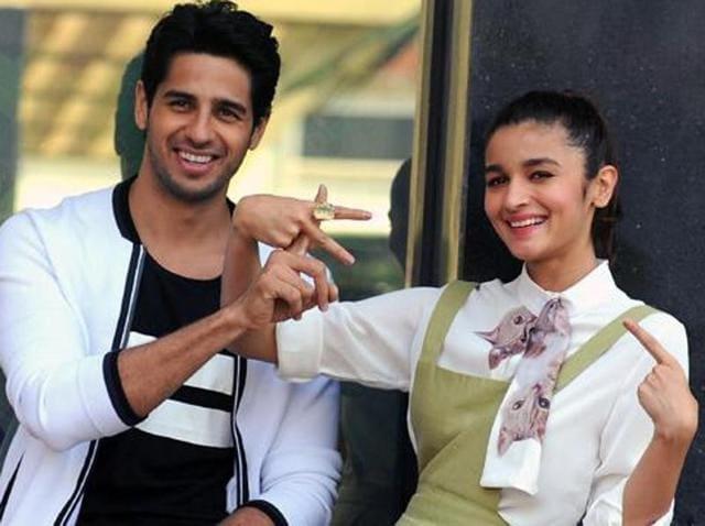 Sidharth Malhotra and Alia Bhatt promoting Kapoor & Sons.