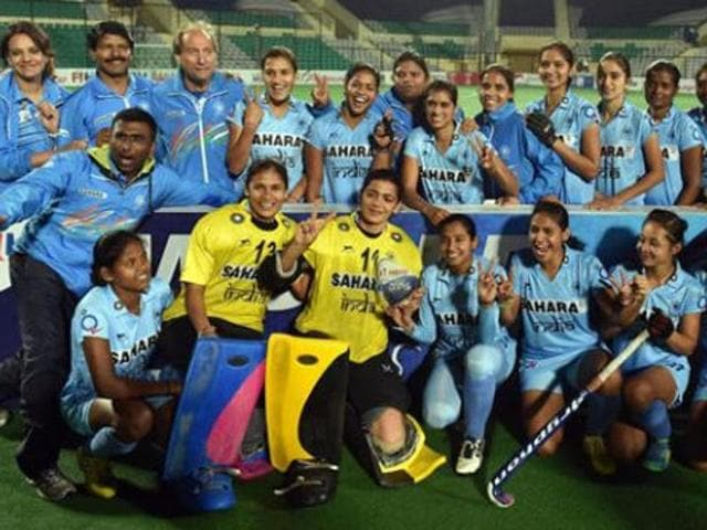 Hockey India announced on Sunday that they will give a cash prize of Rs 1 lakh to the entire women hockey team and the support staff at the Hockey India awards.