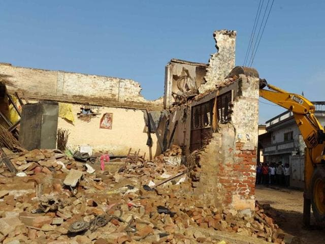 Five people have died and a further four critically injured after a building collapsed in Uttar Pradesh's Meerut  district due to heavy rainfall in the region.