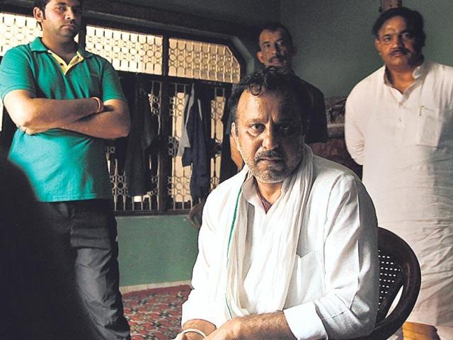 INLD councillor Krishan Pehalwan (centre) at his Najafgarh home. Pehalwan and three others were arrested in connection with murders of two PSO at his farmhouse.