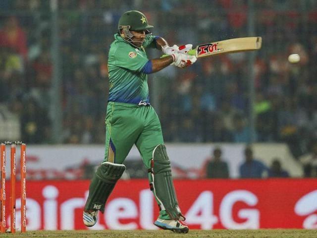 Pakistan's wicketkeeper-batsman Sarfraz Ahmed on Sunday said that he idolizes Indian skipper Mahendra Singh Dhoni