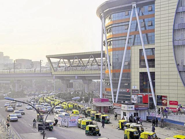 Huda City Centre is one of the busiest stations of the Delhi Metro, and the 'crush hour' is anything but pleasant for commuters.