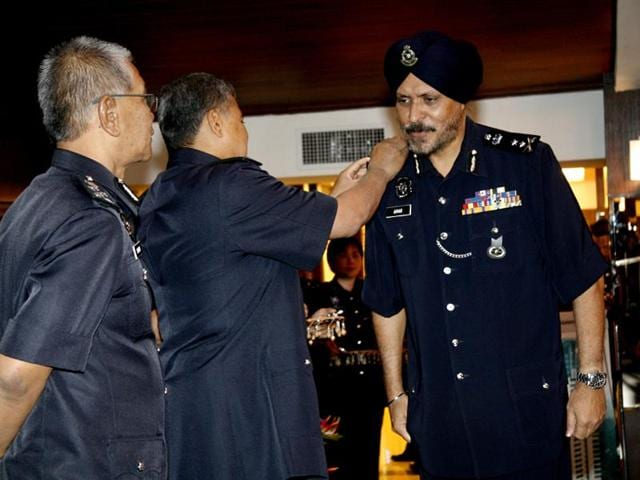 Indian-origin Malasian citizen Amar Singh (right) has become the first Sikh to take charge as the Kuala Lumpur police commissioner