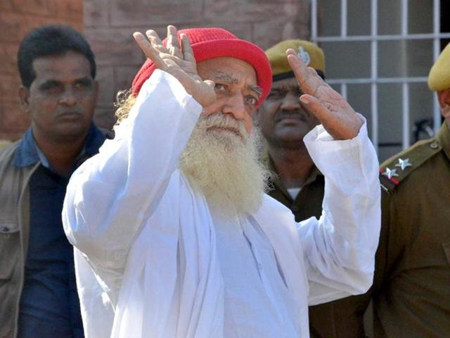 Self-styled godman Asaram outside Jodhpur court.