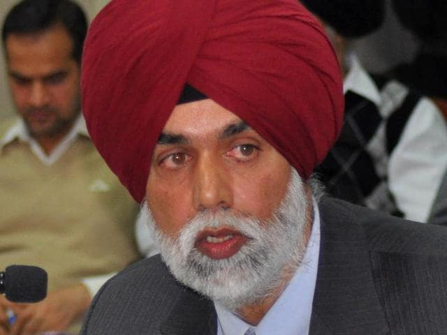 Releasing the reports of the comptroller and auditor general (CAG) for 2014-15, principal accountant general Jagbans Singh said Punjab's revenue expenditure (non-productive) was on the rise while the capital expenditure (productive) had gradually declined. He said a large part of the expenditure was done on repayment and servicing the hefty loans, leaving very little money for development activities.