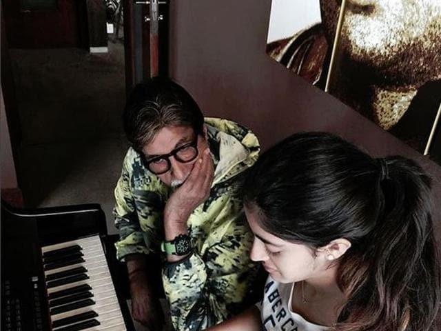 Big B watching Navya's piano skills. (Instagram)