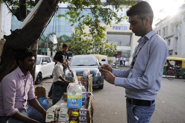 Street vendors,Digital wallets,Customers